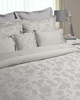 "Duvet Cover and Oxford Pillowcases Sublime, MIA ZARROCCO by AMR. Made in Portugal com ""state of the art technology""."